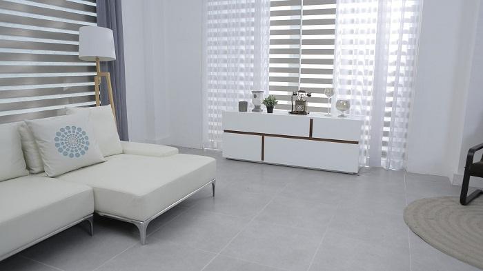 Biele obývacie steny a dekorácie