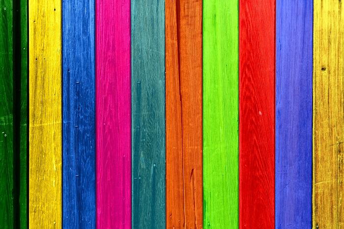 Farba na drevo v pestrých odtieňoch